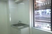 キッチン設置後 キッチンパネル施工 キッチン下場 水道メーター 電気温水器設置