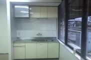 キッチン設置完了 キッチンパネル施工 キッチン下 電気温水器 水道メーター設置