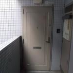 調布市5F Fマンション_玄関ドア施工後(塗装)